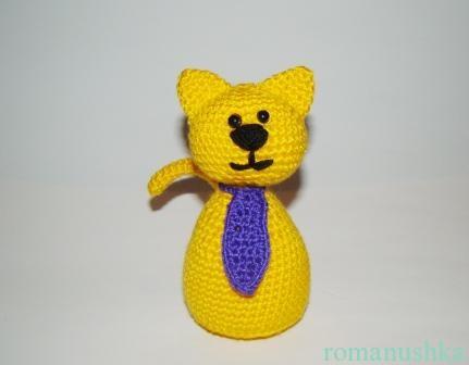 вязаный кот с галстуком