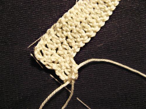 начало третьего ряда вязаного воротничка