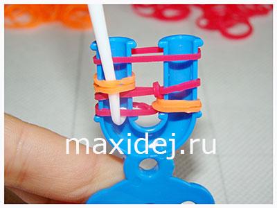 плетение браслетов из резинок на рогатке колосок