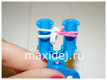 браслет из резинок на рогатке