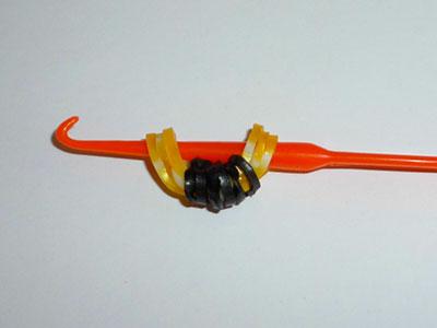 фигурка пчелки из резинок