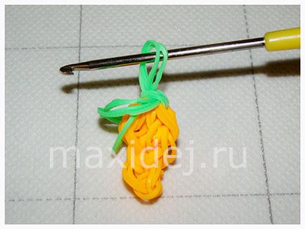 kak-splesti-morkovku-iz-rezinok-na-kryuchke13