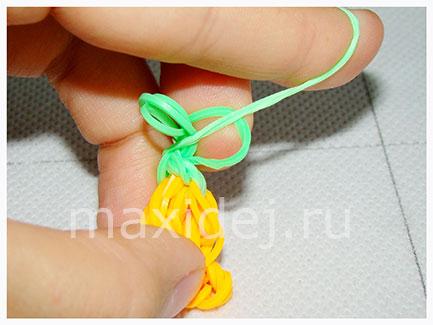 kak-splesti-morkovku-iz-rezinok-na-kryuchke14