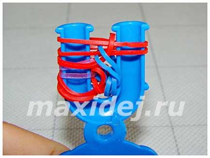 braslet-iz-rezinok-spiral-na-rogatke12