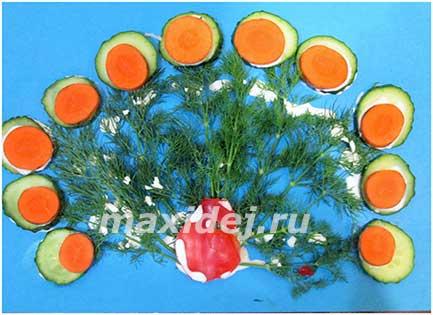 поделки из овощей и фруктов павлин