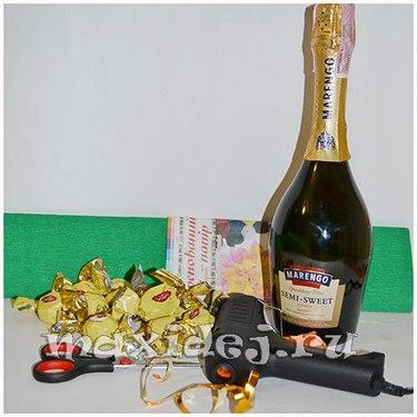 ananas-iz-shampanskogo-i-konfet-svoimi-rukami1